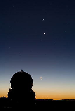 Conjunction of Mercury and Venus, align above the Moon, at the Paranal Observatory.